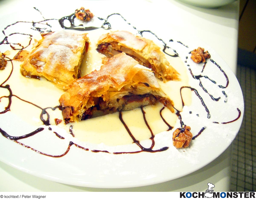 Apfel-Cranberries-Strudel